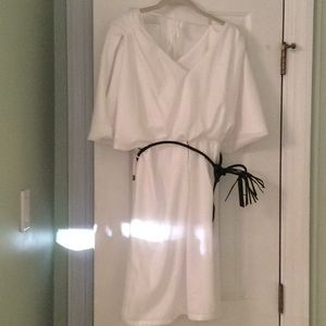 Vince Camuto white Grecian bat wing dress size 4